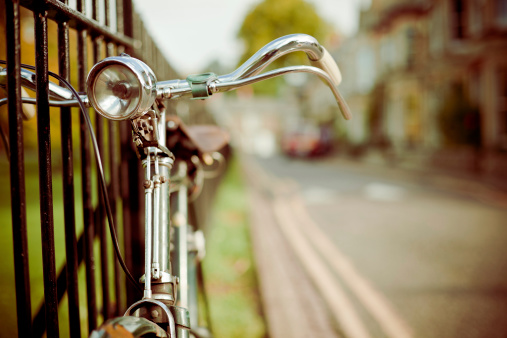 Extreme Close-Up「Vintage Bycicle on the Street, Retro Style」:スマホ壁紙(2)