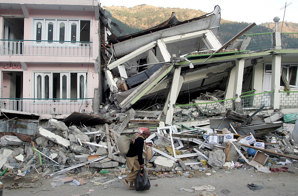 Recovery「Earthquake Death Toll May Top 30,000 In Pakistan」:写真・画像(8)[壁紙.com]