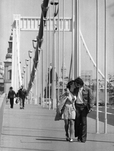 Affectionate「Bridge Kiss」:写真・画像(2)[壁紙.com]