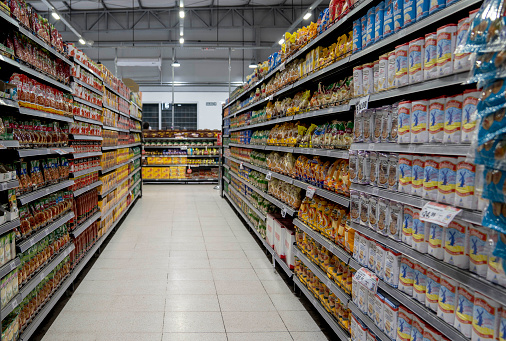 Aisle「Aisle at the supermarket filled with different food products」:スマホ壁紙(0)