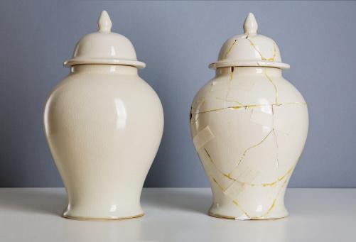 Deterioration「Cream coloured vase next to broken, repaired one」:スマホ壁紙(5)