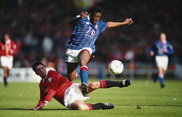 Clive Brunskill「1994 FA Cup Semi Final Manchester United v Oldham Athletic」:写真・画像(13)[壁紙.com]