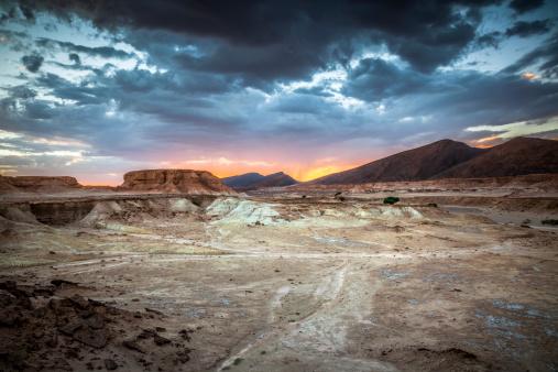 雲「モロッコの砂漠の夕日」:スマホ壁紙(11)