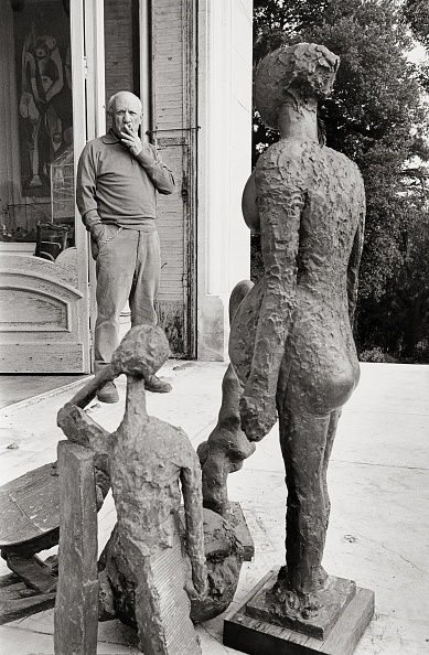 Arts Culture and Entertainment「Picasso in front of his mansion La Californie」:写真・画像(5)[壁紙.com]