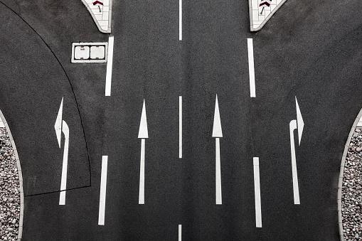 Road Marking「Directional arrows on road」:スマホ壁紙(18)