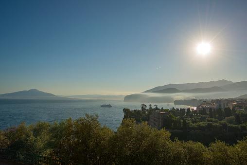 アマルフィ海岸「Morning at Naples Bay, Sorrento, Italy」:スマホ壁紙(5)