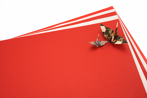Paper Craft「Paper cranes on red and white papers」:スマホ壁紙(12)