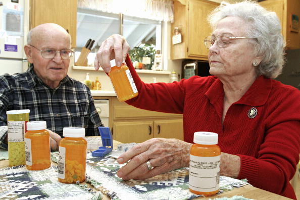 Insurance「Seniors Learn About Medicare Prescription Drug Coverage」:写真・画像(9)[壁紙.com]