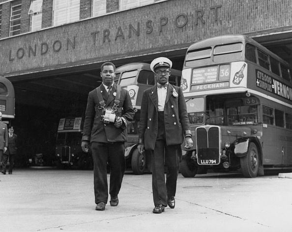Double-Decker Bus「London Bus Crew」:写真・画像(1)[壁紙.com]