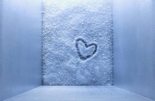 Frozen heart shape in freezer:スマホ壁紙(壁紙.com)