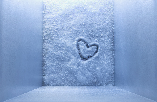 Frozen Water「Frozen heart shape in freezer」:スマホ壁紙(6)