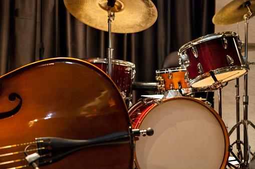 Bass Instrument「Jazz drum kit and bass instruments」:スマホ壁紙(13)