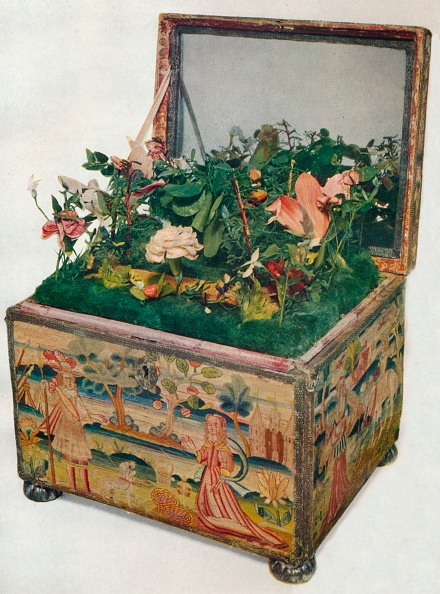 Female Likeness「'Embroidered Casket, 17th Century', (1929)」:写真・画像(3)[壁紙.com]
