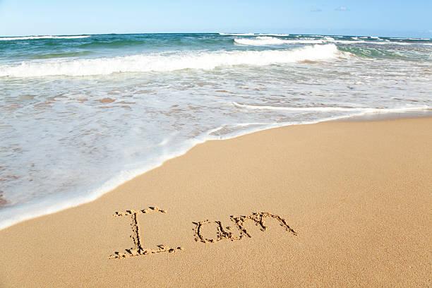 """I am"" in the sand beach:スマホ壁紙(壁紙.com)"