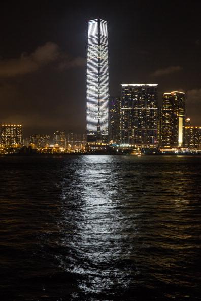 Callaghan Walsh「Carsten Nicolai's Audio-Visual Project Lights Up Hong Kong's Skyline」:写真・画像(17)[壁紙.com]