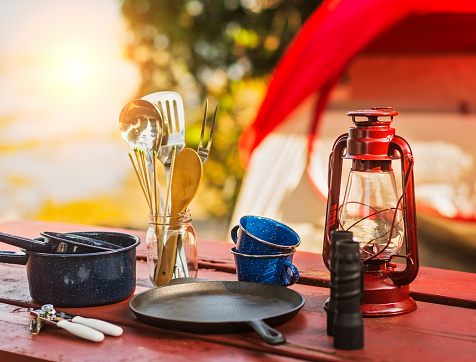 Gear「USA, Maine, Acadia National Park, Oil lamp, binoculars and cooking utensils on picnic table」:スマホ壁紙(4)