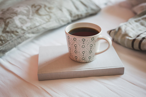 Coffee - Drink「Book and cup of black coffee on a bed」:スマホ壁紙(6)