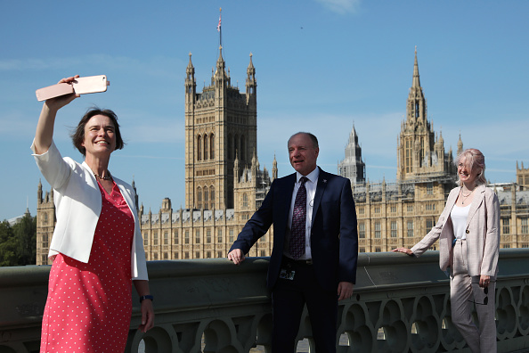 Photography Themes「MPs Return To Parliament Following Weeks Of Closure」:写真・画像(17)[壁紙.com]
