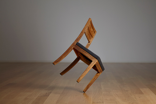 Imbalance「a chair keeping the balance and turning」:スマホ壁紙(7)