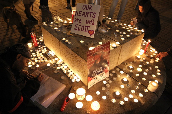 Scott Olson「Occupy Oakland Holds Vigil For Protesting Vet Critically Injured By Police」:写真・画像(12)[壁紙.com]
