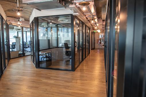 Buenos Aires「Empty hallway in modern office building」:スマホ壁紙(6)