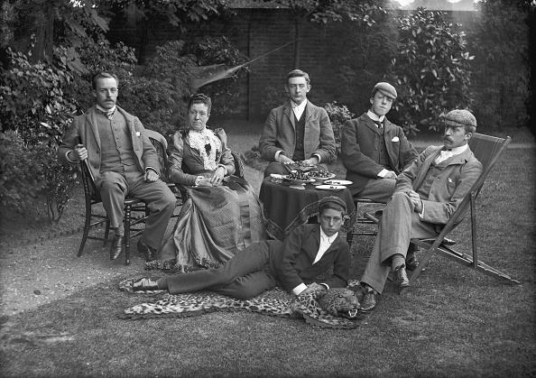 Rug「Group Family Photograph」:写真・画像(19)[壁紙.com]