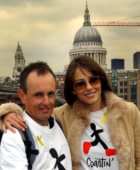 Model - Object「Liz Hurley Greets Parkinson's Sufferer After 4,500 Mile Walk」:写真・画像(2)[壁紙.com]