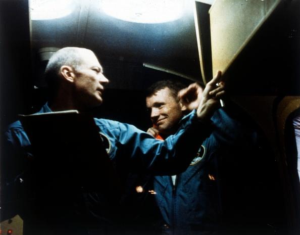 検疫「Buzz Aldrin And Neil Armstrong In Quarantine」:写真・画像(9)[壁紙.com]
