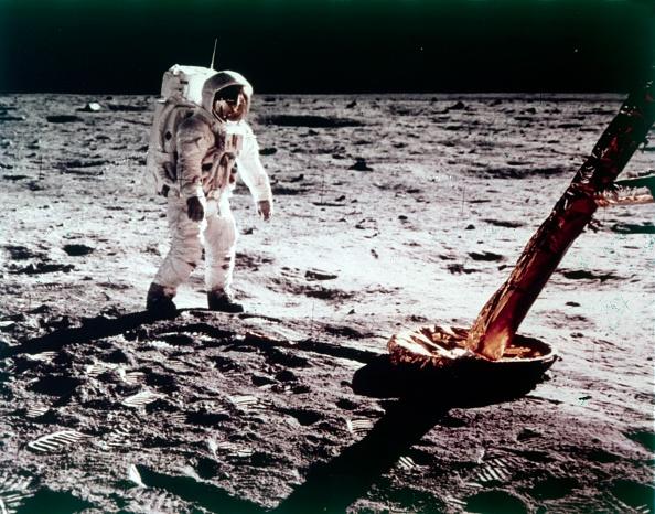 Moon「Buzz Aldrin Near The Leg Of The Lunar Module On The Moon」:写真・画像(16)[壁紙.com]