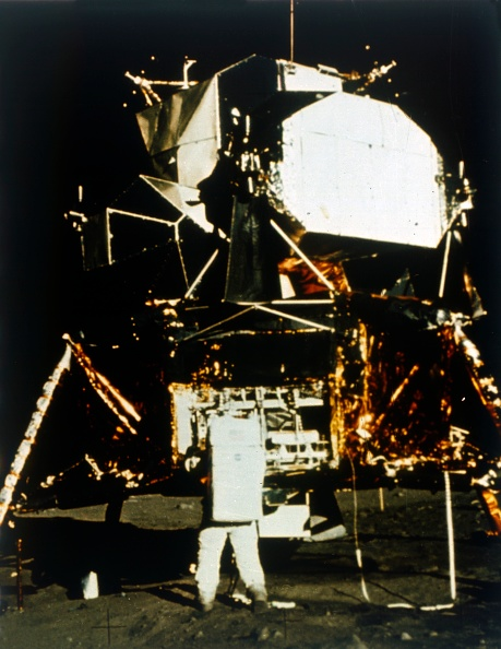 Lunar Module「Buzz Aldrin By The Lunar Module On The Surface Of The Moon」:写真・画像(11)[壁紙.com]