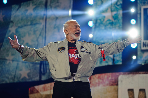 Buzz Aldrin「Host Shay Mitchell, along with Buzz Aldrin, Andra Day, Xzibit, Rhymefest, Grace VanderWaal And More Come Together At WE Day Illinois To Celebrate Young People Changing The World」:写真・画像(14)[壁紙.com]