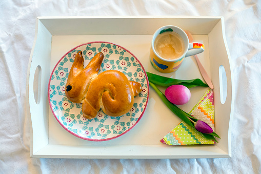 Easter Bunny「Easter Breakfast on tray」:スマホ壁紙(1)