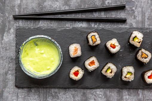 Equality「Sushi on slabe plate, wasabi in bowl, chop sticks」:スマホ壁紙(14)