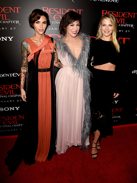 ミラ・ジョヴォヴィッチ「Premiere Of Sony Pictures Releasing's 'Resident Evil: The Final Chapter' - Red Carpet」:写真・画像(1)[壁紙.com]