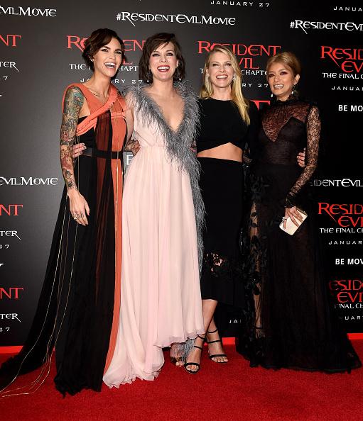 ミラ・ジョヴォヴィッチ「Premiere Of Sony Pictures Releasing's 'Resident Evil: The Final Chapter' - Red Carpet」:写真・画像(1)[壁紙.com]