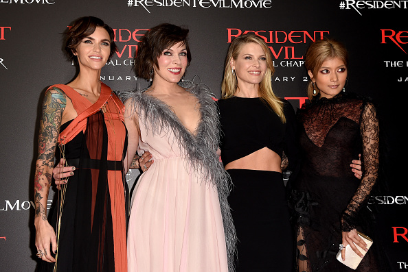 ミラ・ジョヴォヴィッチ「Premiere Of Sony Pictures Releasing's 'Resident Evil: The Final Chapter' - Red Carpet」:写真・画像(6)[壁紙.com]