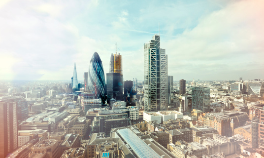 胸を打つ「City of London elevated view」:スマホ壁紙(4)