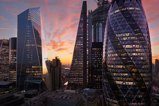 Insurance「City of London financial district at dusk」:スマホ壁紙(3)