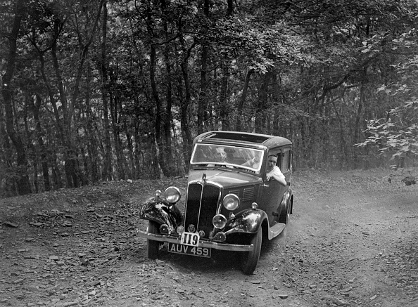 Country Road「Standard competing in the B&HMC Brighton-Beer Trial, Fingle Bridge Hill, Devon, 1934」:写真・画像(3)[壁紙.com]