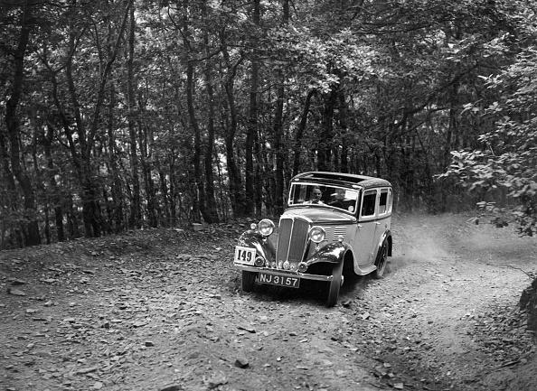 Country Road「Standard competing in the B&HMC Brighton-Beer Trial, Fingle Bridge Hill, Devon, 1934」:写真・画像(17)[壁紙.com]