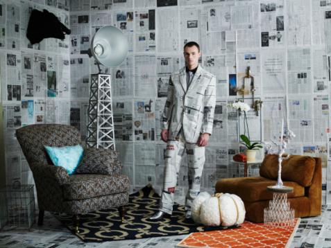 雪「Businessman dressed in newspaper suit」:スマホ壁紙(13)