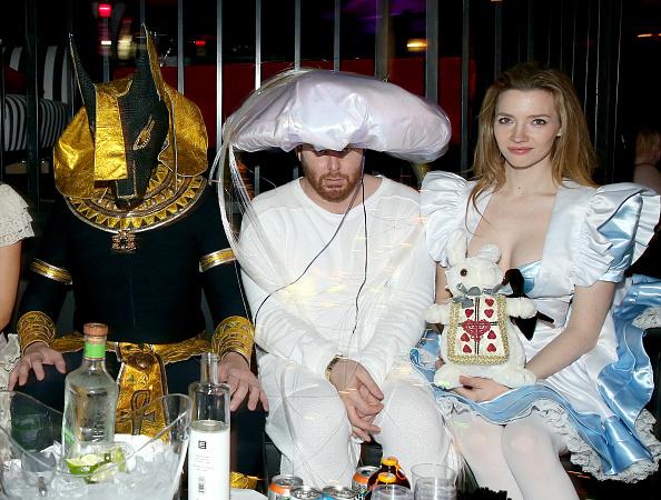 パーティー「Playboy And Hugh Hefner Host Annual Halloween Party At The Playboy Mansion」:写真・画像(0)[壁紙.com]