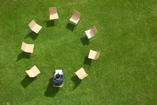 Lawn「Businessman sitting chairs in circle formation 」:スマホ壁紙(15)
