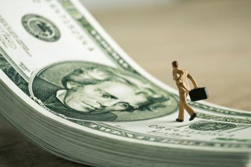 Figurine「Businessman figurine running on dollar bills」:スマホ壁紙(19)