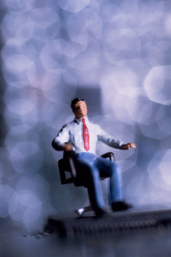 ミニチュア「Businessman figurine sitting」:スマホ壁紙(7)