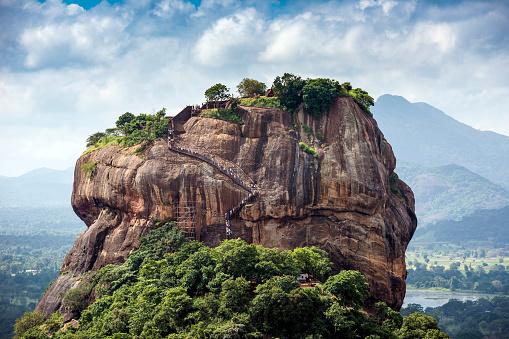 Sri Lanka「Lion rock, Dambulla, Matale District, Central Province, Sri Lanka」:スマホ壁紙(6)