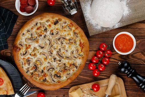 Pepper Mill「Mushroom pizza with ingredients」:スマホ壁紙(13)