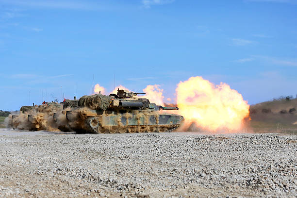 M1A1 Abrams fire their 120mm smoothbore cannon.:スマホ壁紙(壁紙.com)