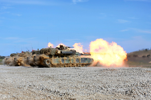 Battle「M1A1 Abrams fire their 120mm smoothbore cannon.」:スマホ壁紙(19)