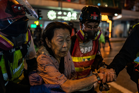 Assistance「Unrest In Hong Kong During Anti-Government Protests」:写真・画像(7)[壁紙.com]